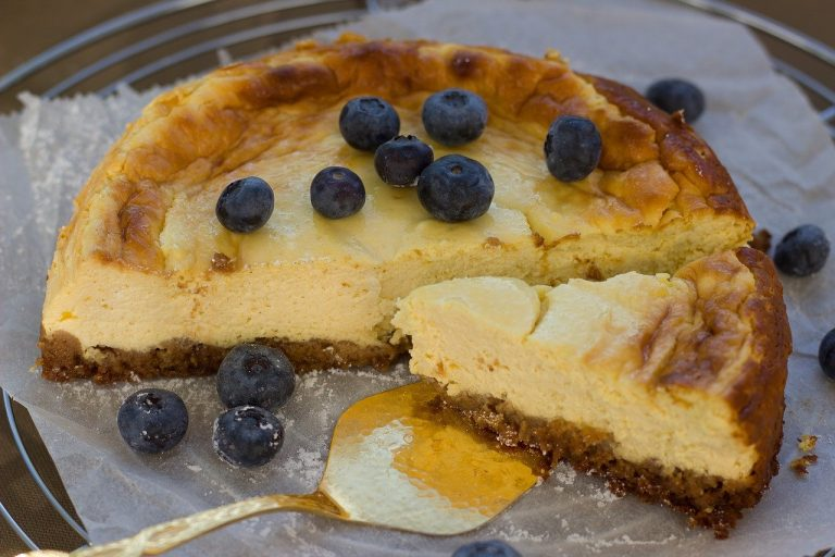cheesecake, cake, blueberries